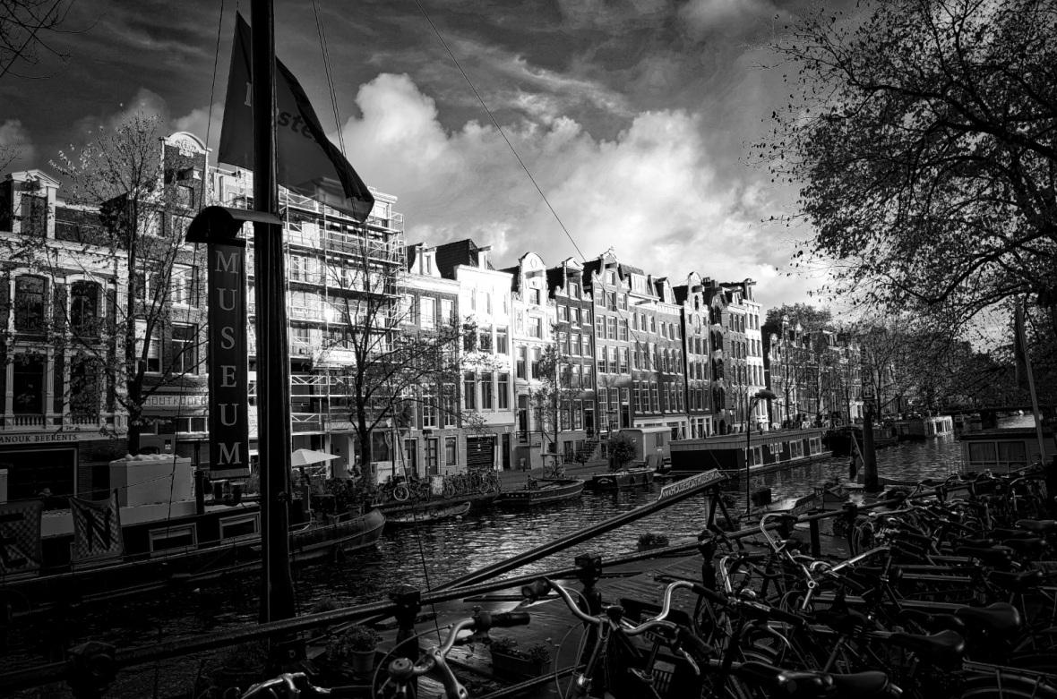 Prinsengracht from outside De Eland café, site of the fictional Drie Vaten